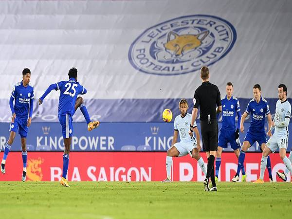 Leicester thắng Chelsea 2-0