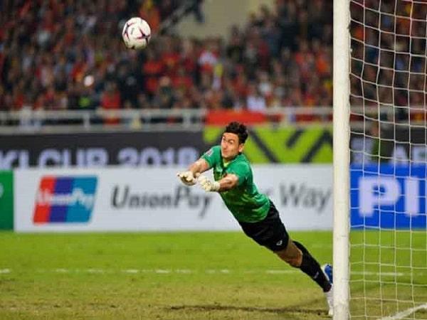 Kỹ thuật bắt bóng của thủ môn trong bóng đá hiệu quả