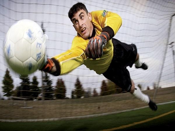 Luật thủ môn bóng đá 11 người theo chuẩn FIFA