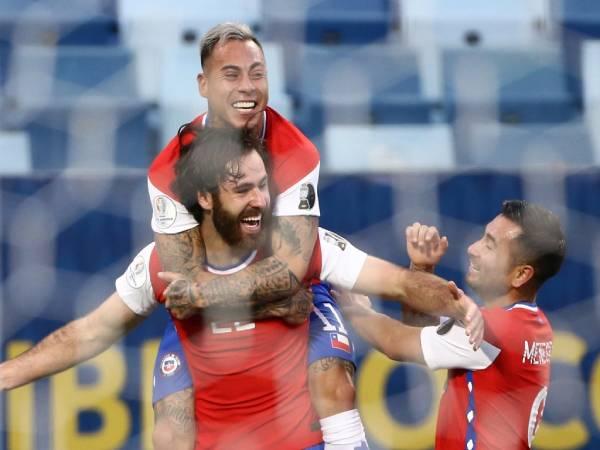 Bóng đá QT chiều 19/6: Chiến thắng xứng đáng của Chile